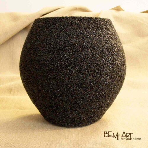 Černá kamenná váza